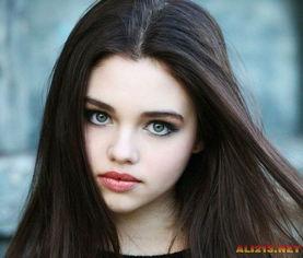 曾参演过《黑夜传说4》.就是那个小女孩儿吸血鬼).   第32名:卡...