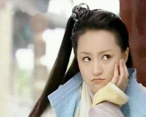 啊,她曾经在《至尊红颜》里面出演过甜美可爱的凌静很是让人印象深...