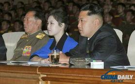 ...正恩携夫人观看朝鲜军队舞蹈表演