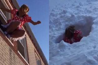 雪的名字-2月17日,人们在美国首都华盛顿的子午线山公园打雪仗,现场雪花飞...