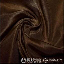 色泽多为藏青、米色、灰色、咖啡等素色,也有少数用花线织成的夹花...