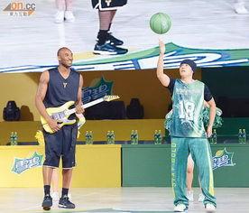 忍决-东方日报8月20日报道       球 (Kobe Bryant)前晚在上海出席慈善篮球...