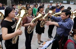 农村妇女乐团活跃重庆乡村