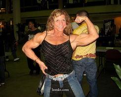 看看女健美运动员的肌肉,棒不棒呢