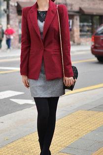 红色上衣配什么颜色的裤子