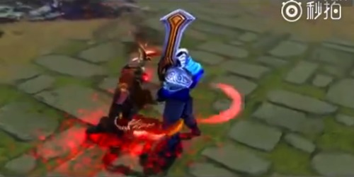 剑圣的武器持有方式从单刀手持变成了双持武器.这和已经推出的幻影...
