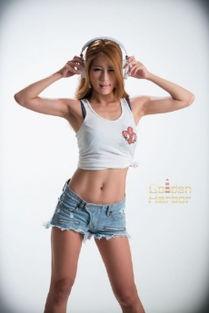 http://www957ee.com-格子裙性感丝袜美女诱惑图片高清丝袜美腿写真...