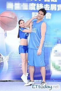 周杰伦女友搭档篮球帅哥 田垒单臂吊起昆凌 图