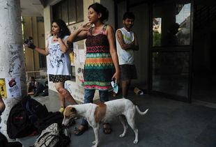 印度举行 荡妇大游行 抗议性骚扰 高清