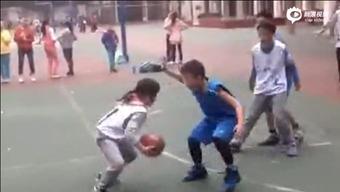 视频截图-绵阳12岁萝莉球技惊人 打爆同龄男生