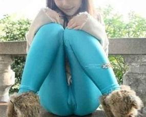 街拍美女紧身裤露逋,无耻穿法引吐槽