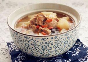 秋燥喝什么汤好 绿豆薏仁鸭汤 莲藕排骨汤等 能健脾,美容养