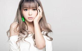 小清新气质养眼美女裴紫绮简约时尚可爱写真桌面壁纸 一