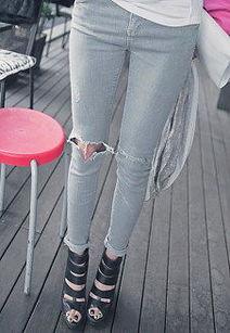 破洞小脚裤牛仔裤女