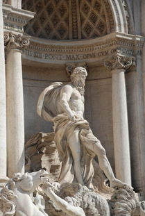 特莱维喷泉的主题是反映   海神