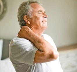 颈椎痛-中老年人颈腰椎病需警惕 也许帕金森病已经找上你