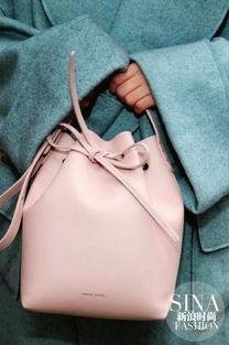 人人都爱的MANSUR GAVRIEL水桶包,除了黑色和棕色,粉色也能很...