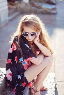 戴墨镜的美女图片 第10张