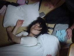 偷拍女大学生的N种睡姿