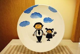潮州小朋友瓷盘创意涂鸦 画出父爱