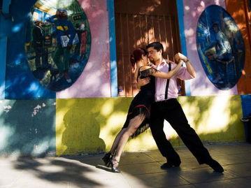 内射熟妇在线播点点点-舞蹈能反映一个国家的文化,在全世界范围内,舞蹈也往往与当地生活...