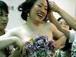 日本人体艺人棵休照-惨遭芙蓉姐姐身体PK的女明星