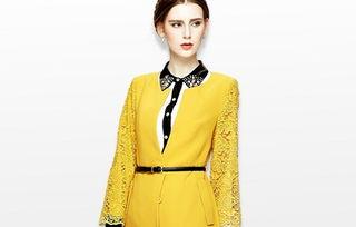 俪亨圆领蕾丝中长款外套西装 蕾丝的拼接 扣子的搭配,丰富了设计的...