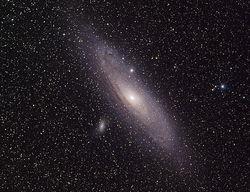 ...和它的两个伴星系:M110以及M32.科学家们认为像我们银河系这样...