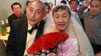 北京老年同性恋被曝恩爱床照 亲密接吻 组图