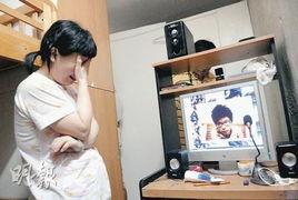 ...计算机中儿子的照片,不禁再痛哭起来.图片来源:明报-15岁小情侣...