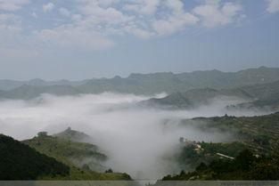 登临高山峻峰,云烟出岫,或聚或... 在云海的风起云涌里翻滚流离一一...