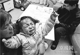 ...他们2岁的女儿每天都哭着喊: