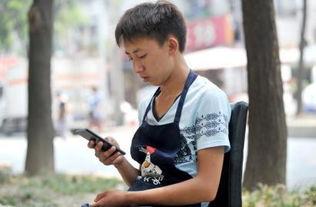 10日,李成龙久久看着父亲最后发... 高考结束3天了,当大部分学生正...