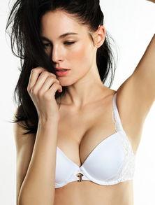扦入少女小穴- 不要认为自己的胸部太小,就可以不穿文胸或者穿较紧身的文胸,要知...