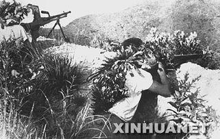 ...坚持华南抗战的东江纵队在战斗中袭击敌人(图片来源:新华网)-...