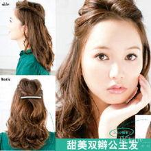 .利用扭转式的辫子代替传统的麻花辫,让整个发型更具空气感.