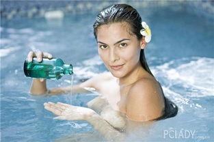 温水在胸口周围喷水,每冲5秒休息1分钟,重复5次.   如果有浴缸,...