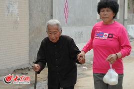 曹某干李梦溪-邻居眼里的老人:要强的人,苦命的人   老人的哭声引来了邻居家的一...