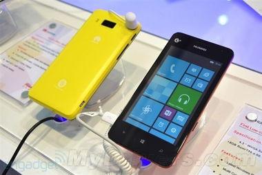 华为的第二款WP8手机W2配备了4.3寸800*480分辨率屏幕,同时搭载...