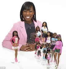 都是金发碧眼的白人.最近,一名设计师推出一系列黑人芭比娃娃,...