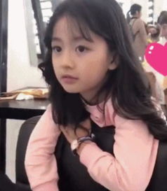 热爱 网红的思聪关注了她,年龄只有8岁却美似小仙女