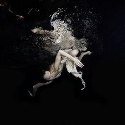 ...五彩斑斓的水下世界,触摸一个如梦如幻的全新?-水中女人的梦幻与...
