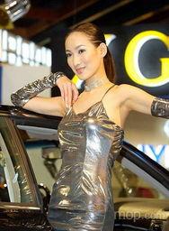 光衣人妖 影院-光彩照人的银衣美女车模