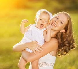 教教新妈妈正确抱孩子的方法