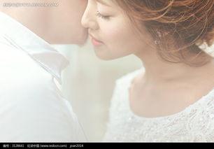 怎么将图片做成正在被亲吻的画框效果?