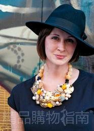 浮夸才是王道.   珍珠的圆润很像是主妇温婉的身材,有种母性的性感...