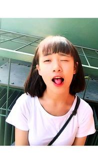 漂亮小女孩的卖萌照,大概十五六岁左右