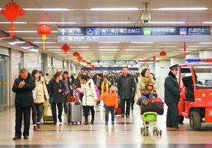 ...27日)下午,北京西站出站口的交通换乘大厅内,大量回家过年的旅...
