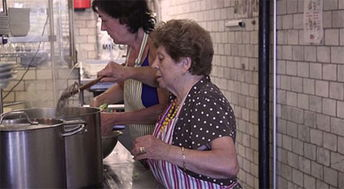 老头干老太迅雷下载-美国一餐厅由奶奶们掌厨 引无数顾客拍手称赞