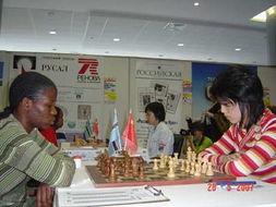 小美女沈阳(右)在比赛中很从容-国象女团赛中国队提前一轮夺冠 小...